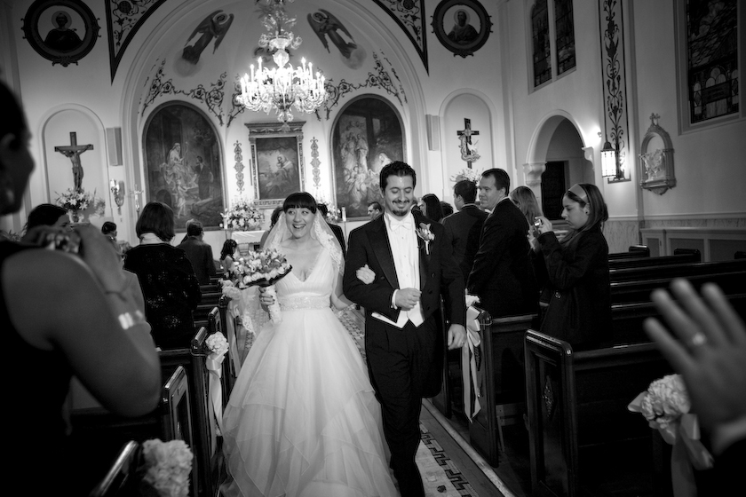 photo bride and groom in church italy