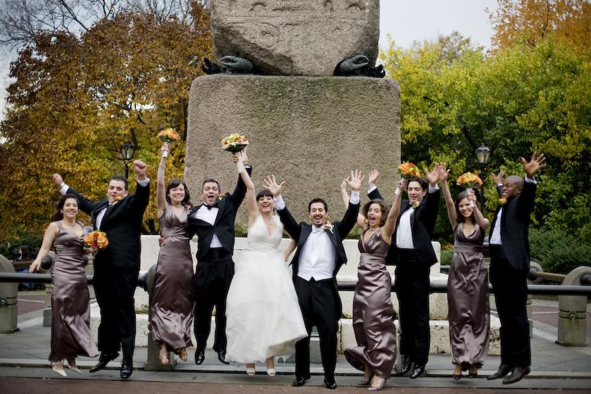 foto di gruppo sposi e invitati