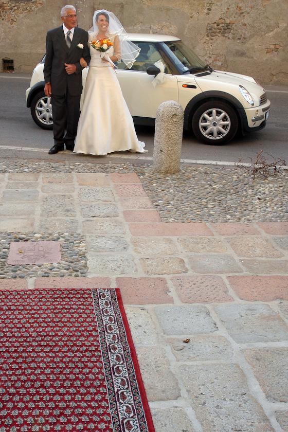 sposa arriva in chiesa a corneliano bertario