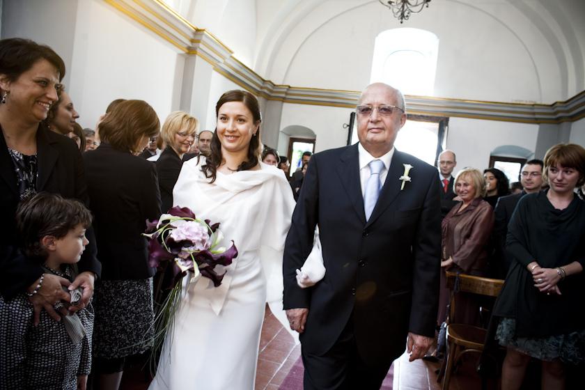 foto arrivo sposa in chiesa