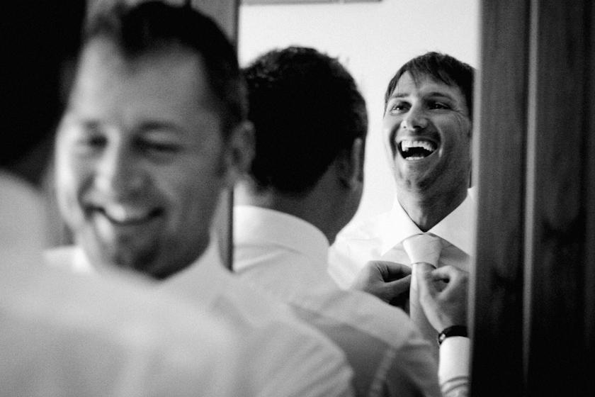 foto sposo che ride