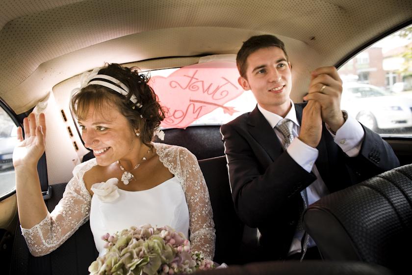 foto sposi in macchina