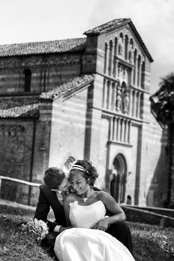 foto ritratto sposi davanti alla chiesa